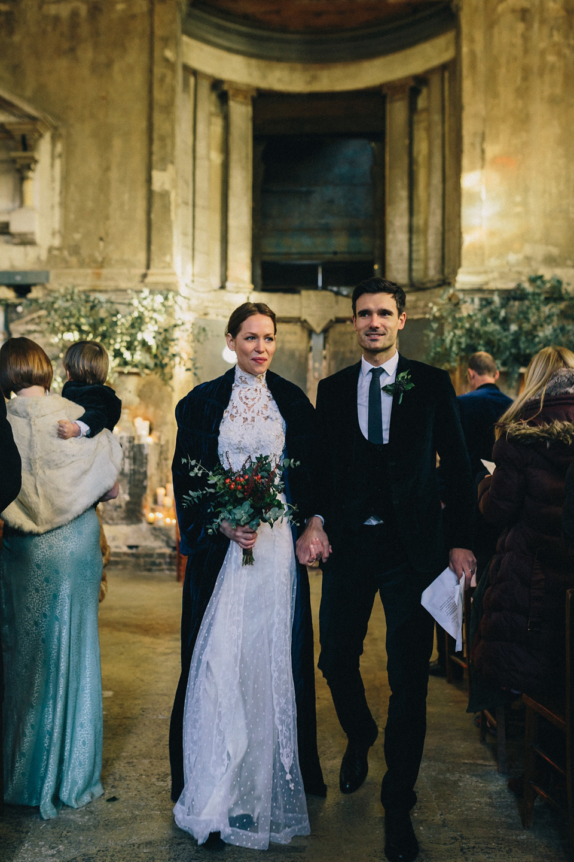 ff6fa762b33 wpid blue velvet winter wedding - A Blue Velvet Winter Wedding