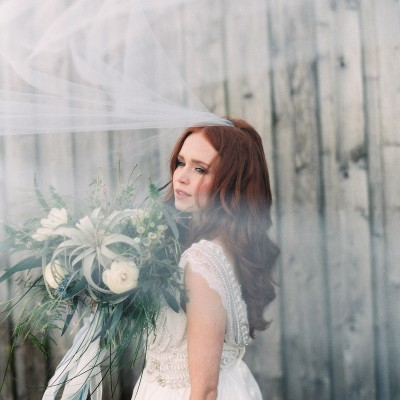 The Sirens Song – Coastal Cool Bride and Wedding Inspiration Featuring Anna Campbell, Watters and Jenny Yoo
