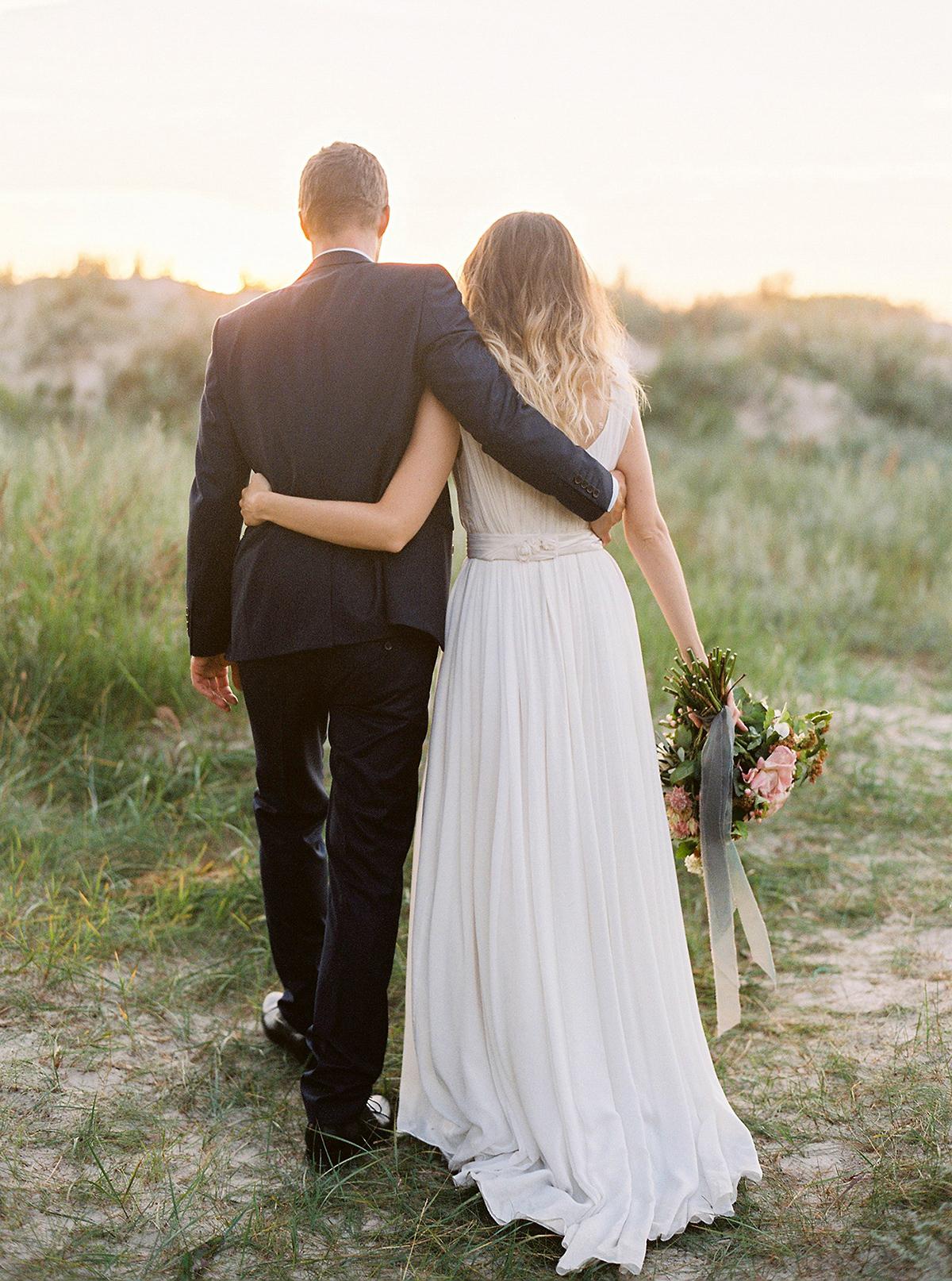 Barefoot Bride (Romance on the Go)