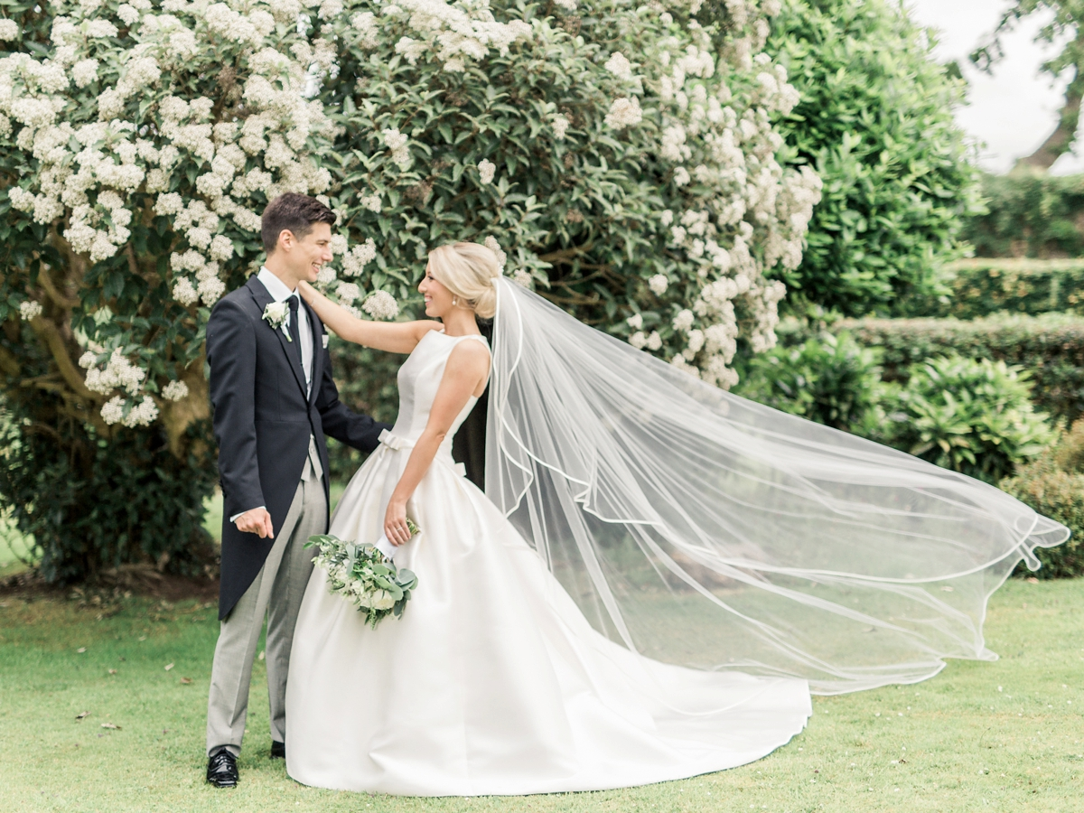 Fußboden Modern English ~ Audrey hepburn inspired pronovias elegance for a classy and modern