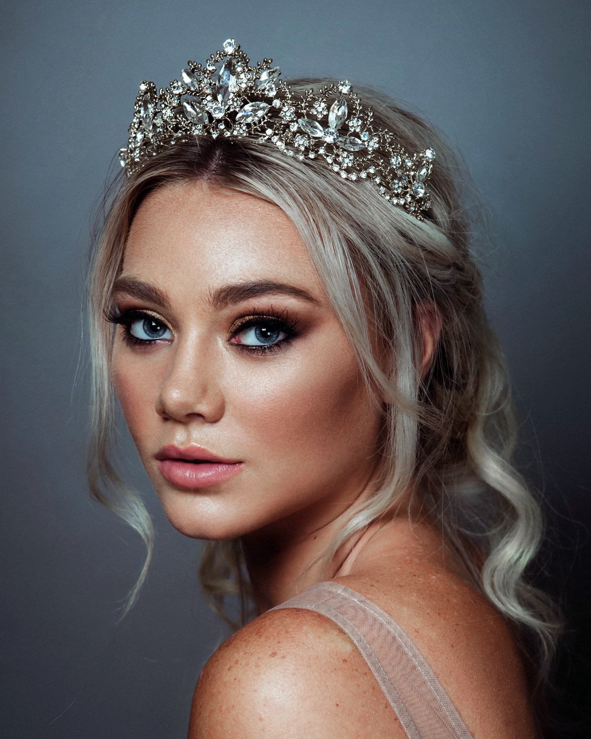 Wedding Day Hairstyles For Long Hair: Beautiful Bridal Headpiece Trends For 2019 And How To Wear