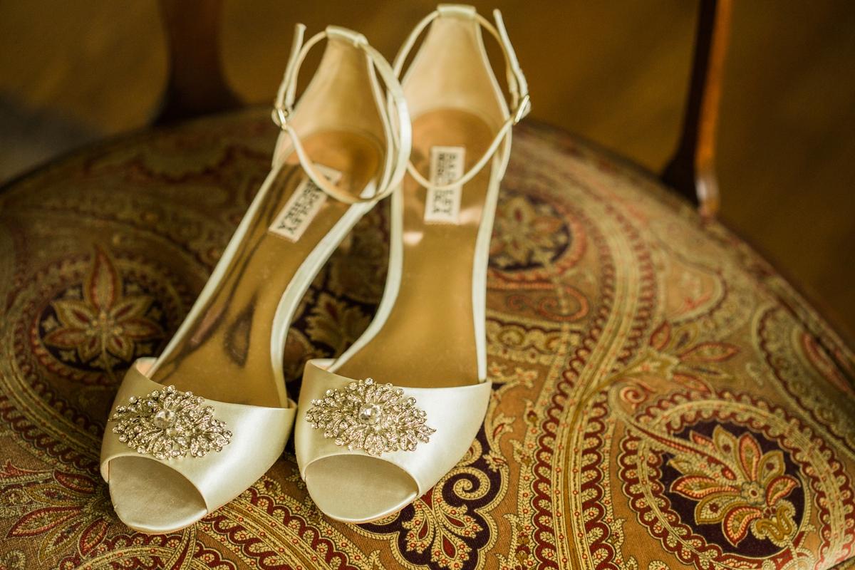 """ca1b8483fe73 A Match.com wedding in the same venue as the brides parents - A Family. """""""