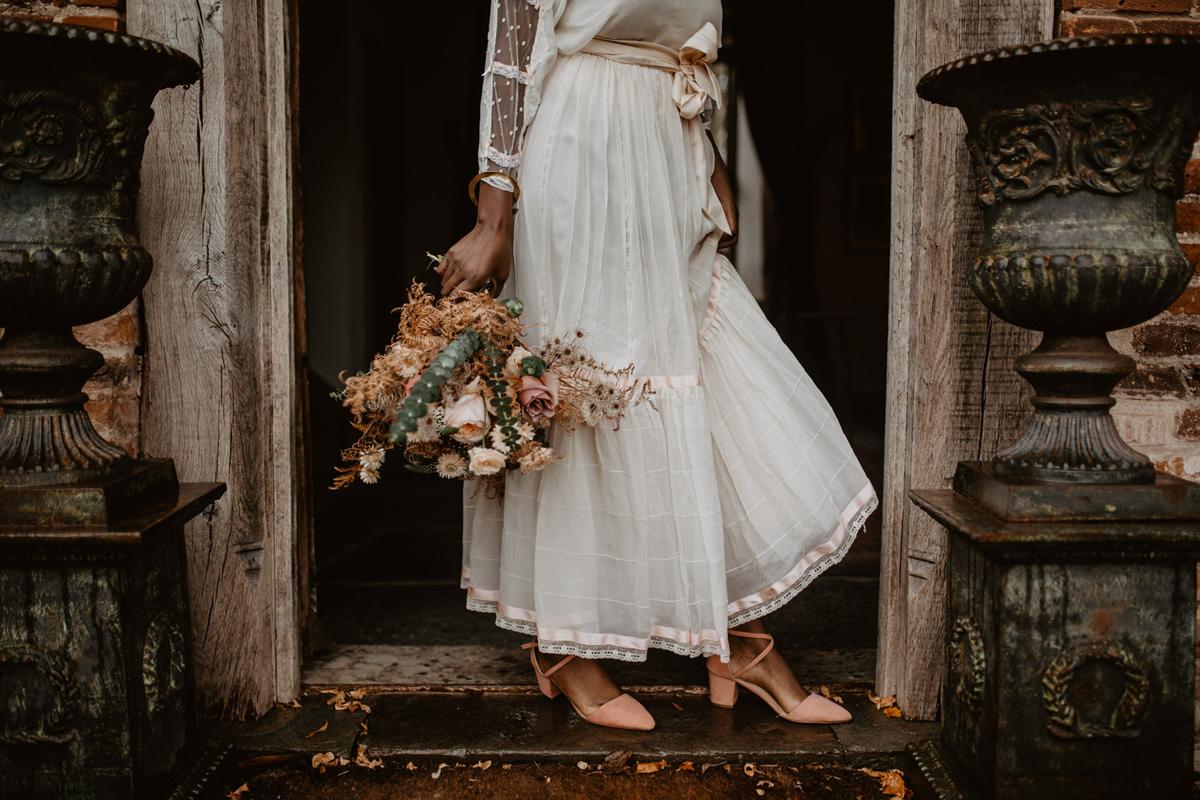 f07877af7b Romantic peach modern meets vintage bridal inspiration - Modern-Vintage