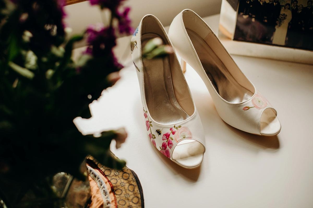 4b0f49d16b2 Stewart Parvin dress rainy day wedding at home Richard Skins Photography -  Stewart Parvin Elegance for