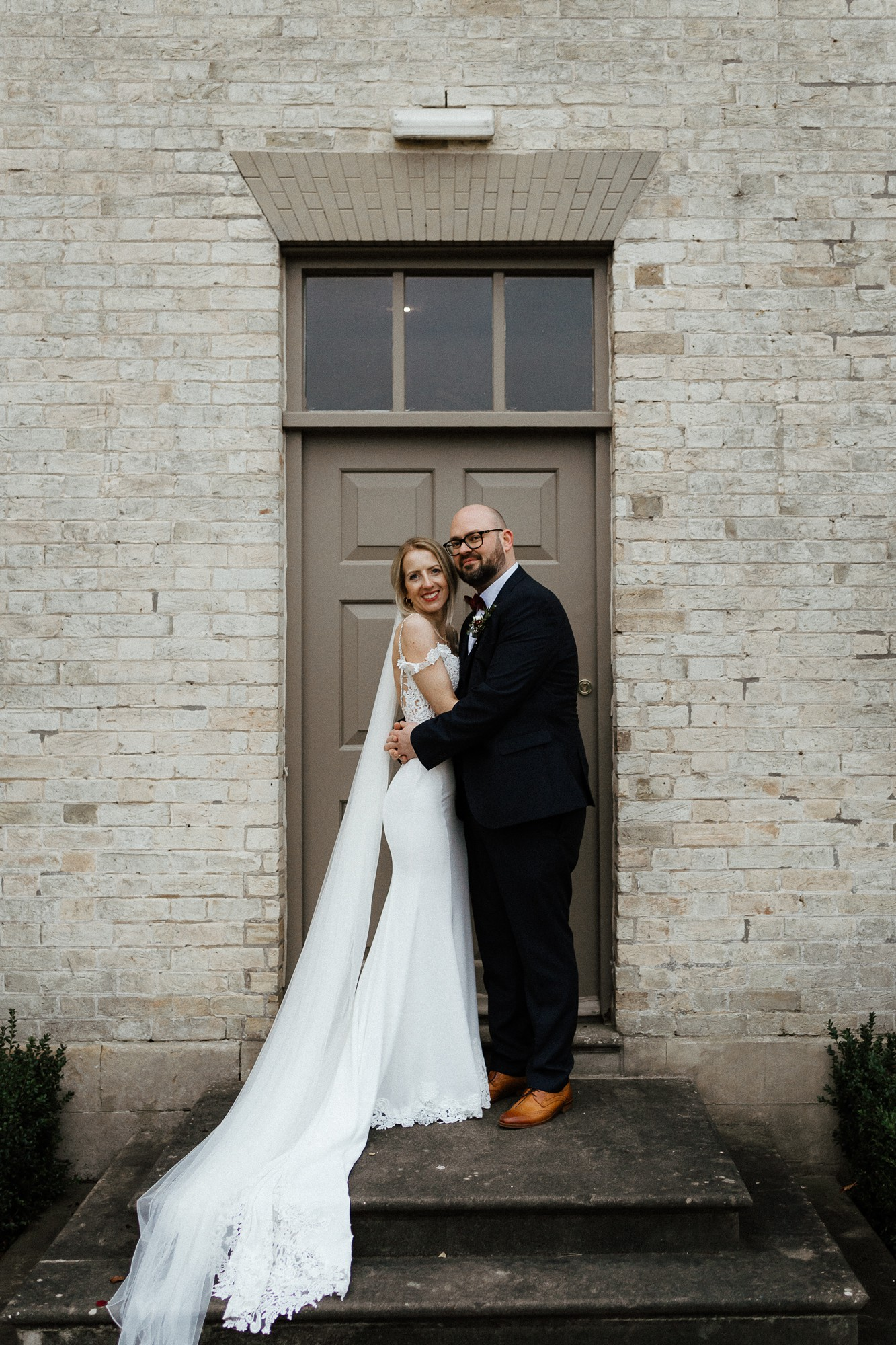 Enzoani bride bohemian winter wedding - An Enzoani Dress + Blue Shoes for a Modern Bohemian Country House Party Wedding in Wintertime