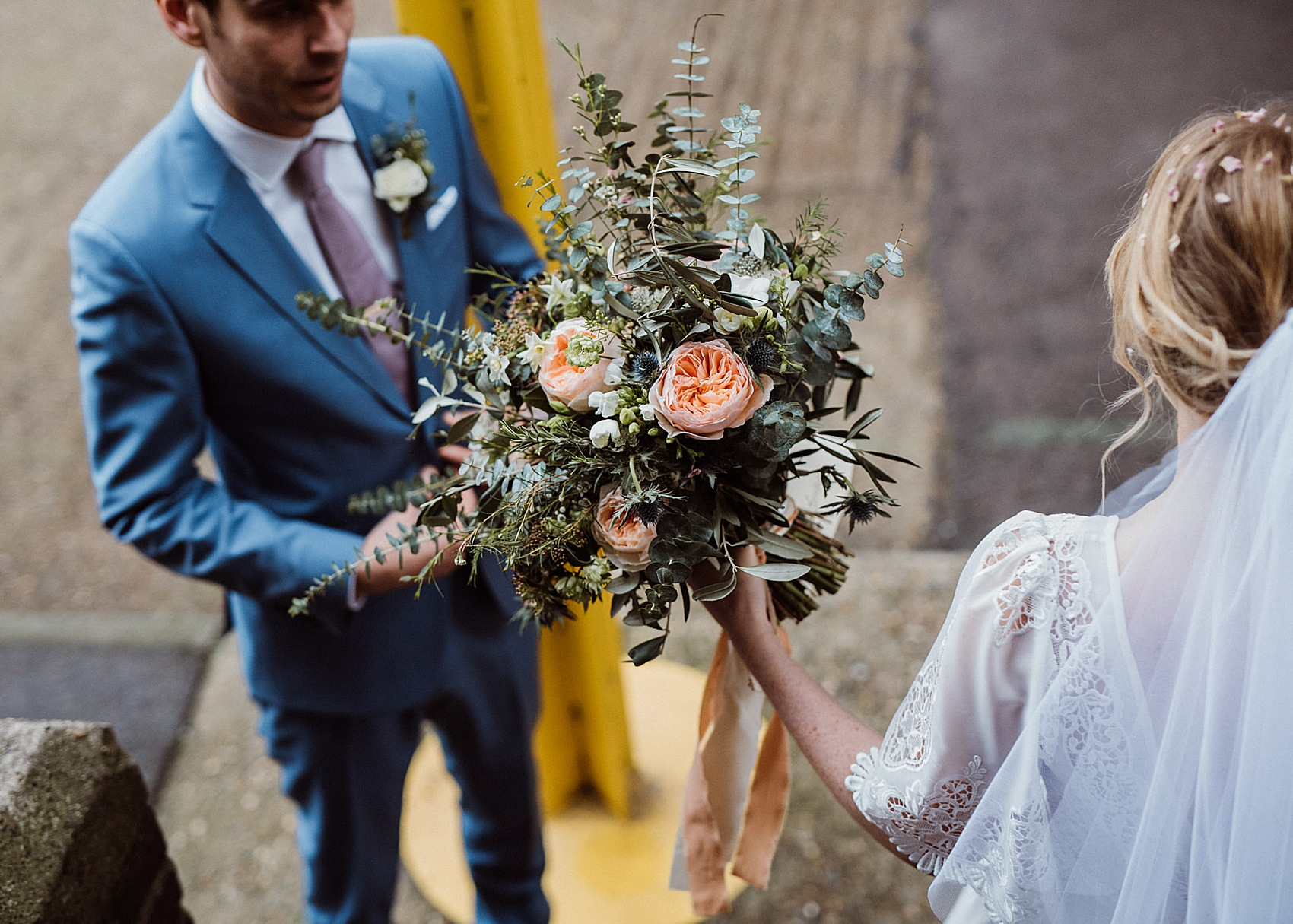 Bouquet Sposa New York.A 1970s Disco New York Loft Party Inspired Winter Wedding At