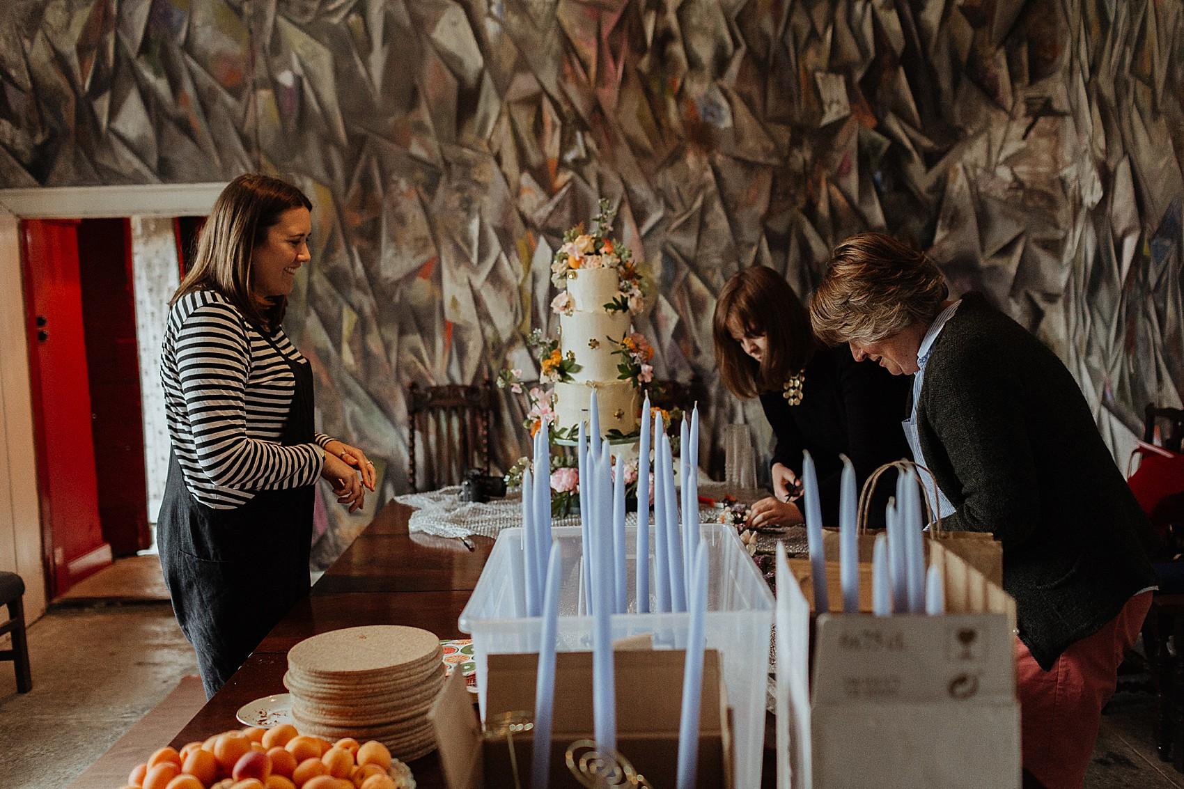 Avis Cuisine Hacker 2018 a blue dress for a wedding cake maker + her humanist